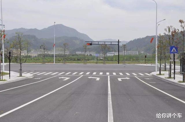 是不是所有转弯都让直行,开车转弯让直行