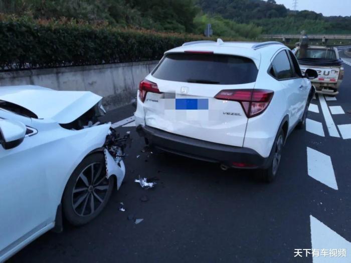 撞了闯红灯的电动车要赔钱吗,正常行驶撞了闯红灯的电动车