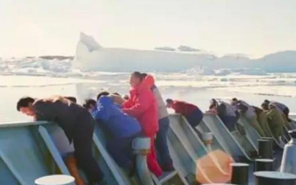 32年前,张国立在南极点燃炸药包,救下100多人荣获二等功