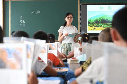 老师的工资并不高,为什么很多人都想当老师?