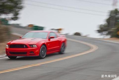 减速需要踩离合和刹车吗,踩刹车的时候要踩离合吗