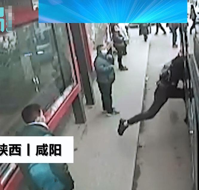 小偷偷女子錢包視頻,地鐵小偷偷錢包視頻
