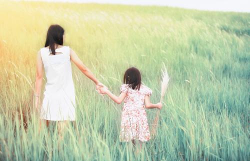 在两个女儿同时生活在一起时,明白的道理!