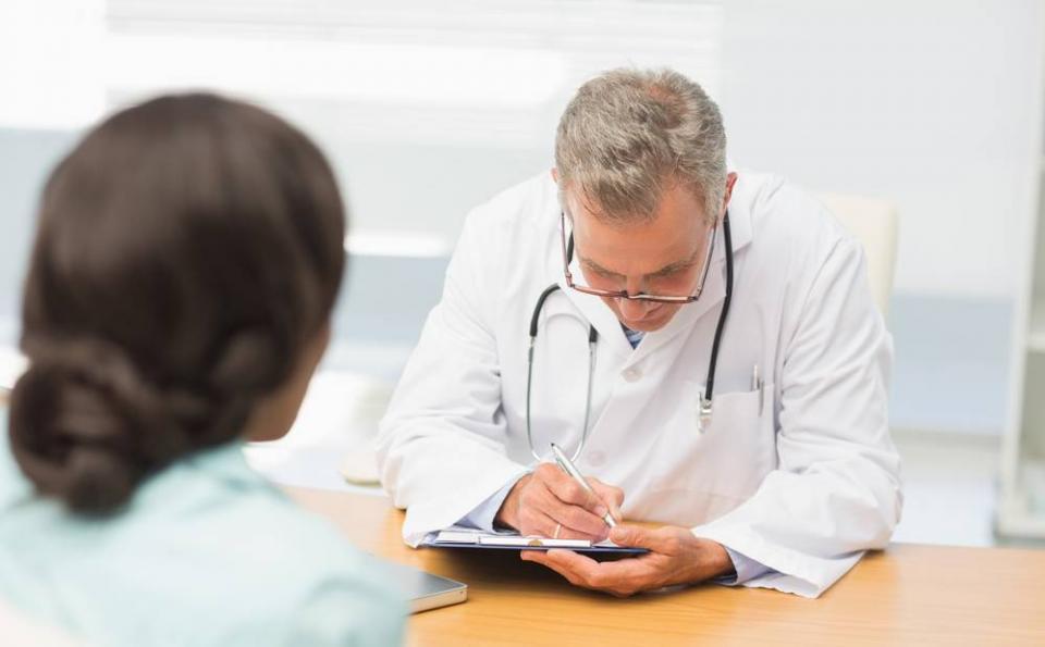 肝性脑病是怎么回事? 注意,出现这6种异常,要警惕是肝性脑病!