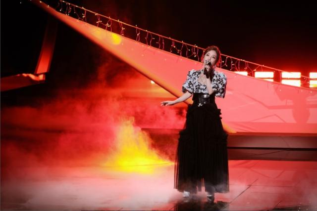 冯提莫再次演唱中国风歌曲,一身黑白镂空裙的提莫,也太美了吧