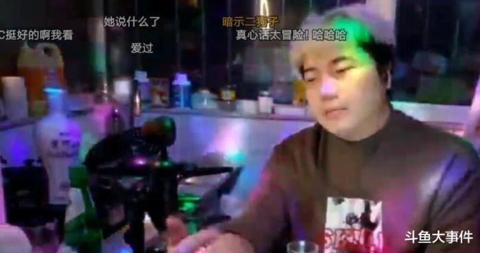 主播上饶舰给主播大丰宝青刷礼物引起轰动,水友感慨:厦门小学划片!