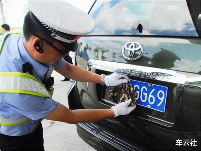 临时牌照被交警拦下,交警拦车应该怎么拦