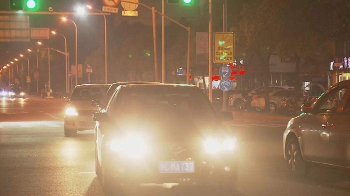 对方开远光灯,遇到开远光灯的司机怎么办
