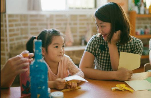 幼儿园老师穿着太开放遭宝妈投诉:我老公夏天接孩子最积极