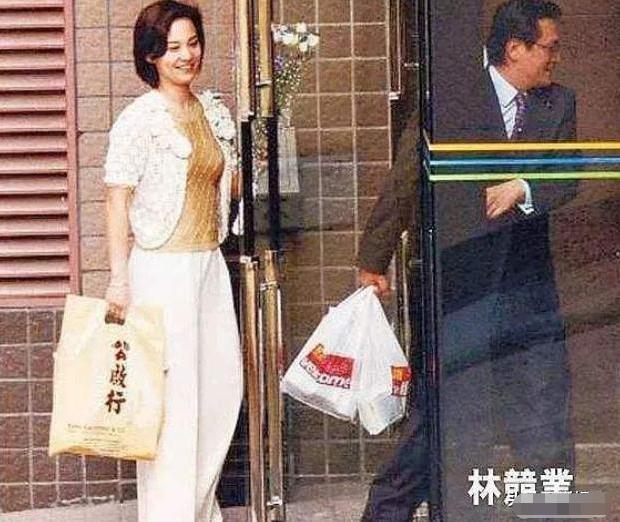 18年前,刘家良突袭回家给妻子惊喜,三分钟后妻子上司在家中坠亡 翁静晶 刘家良 手游热点  第13张
