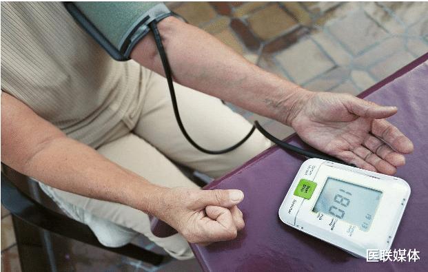 血压多少算正常?血压较高时,这4件事可得努力做好