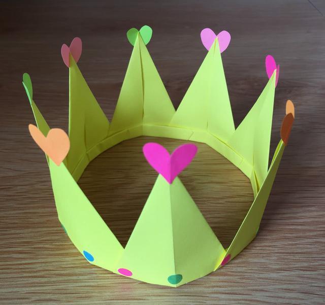 这个折纸皇冠,我猜你家宝贝一定会喜欢
