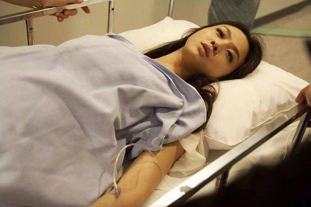 女人顺产时,是选择自然撕裂还是侧切?医生:根据伤口程度来定