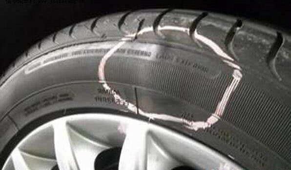 提醒司机开车注意安全,车速60爆胎有危险吗