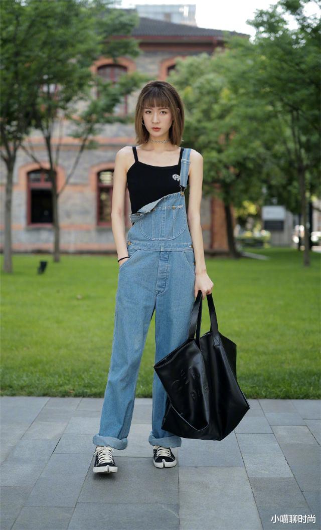 """2021年流行的""""双肩裤"""",遮肉显瘦,减龄效果满分,承包夏季的美"""