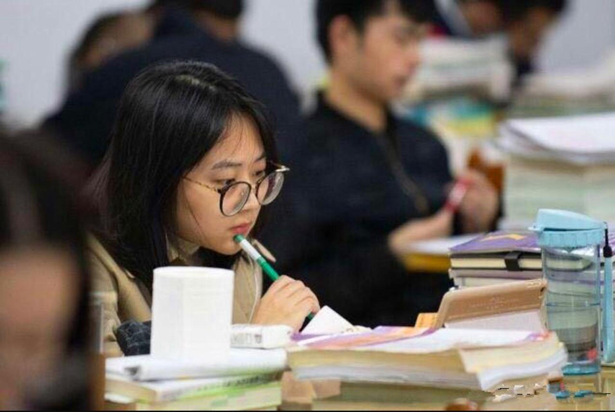 """高考480怎么填志愿?这些专业是未来十年""""东风"""",选到就是赚到"""