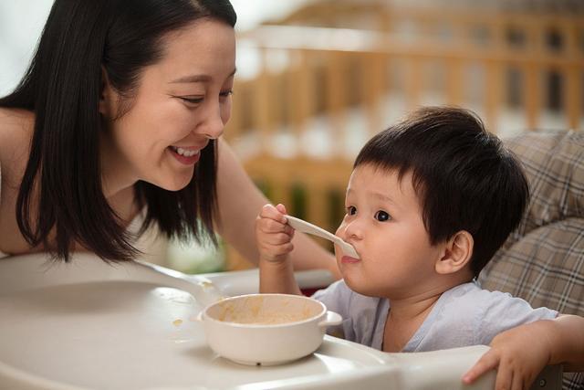 """宝宝断奶前后的""""辅食安排""""有何讲究?专家:安排得当断奶才轻松"""