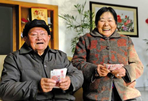高龄补贴归并养老金?符合要求,每月还能多领几百元