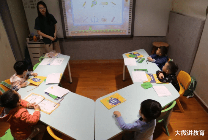 幼儿园是否纳入义务教育?教育部给出回复,私立幼儿园陷入尴尬