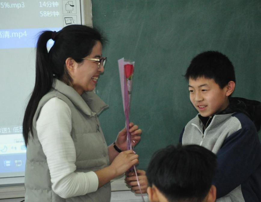 教师退休年龄或推迟5年,但工资可能上调,可学生和家长却很反对