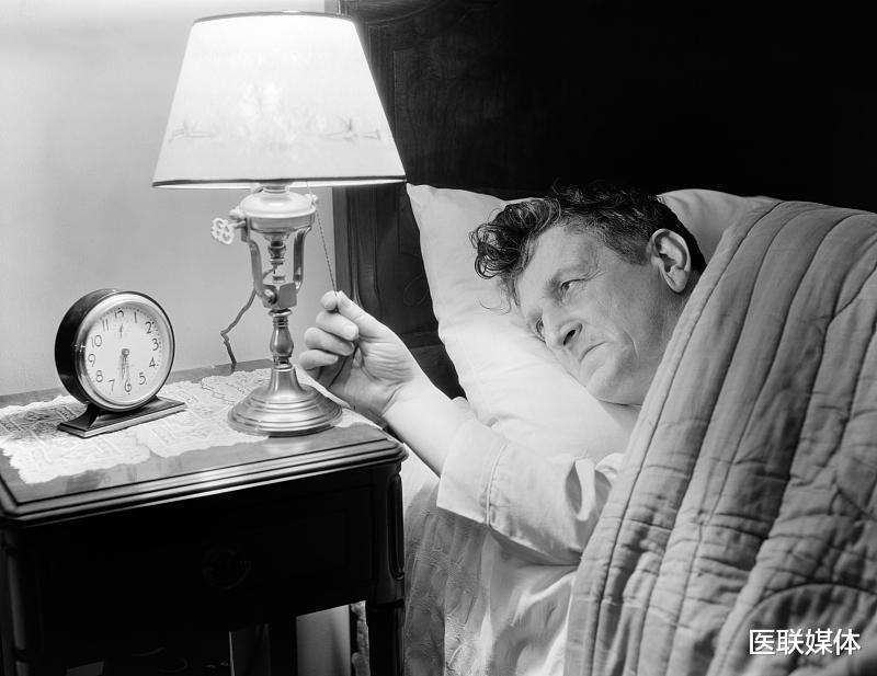 """年龄增大容易失眠?这4个方面,或许才是失眠""""祸首"""""""