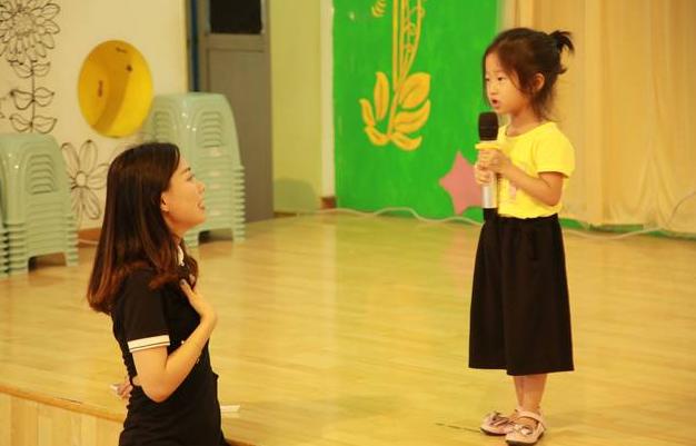 幼儿园放学时间延长到六点,解决家长的大难题,但新问题层出不穷