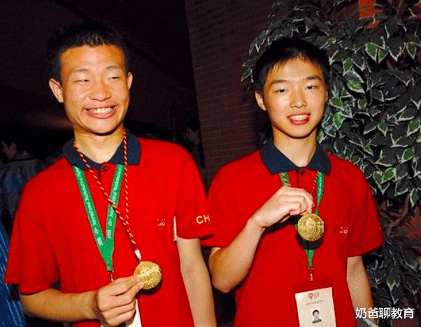 北大学神韦东奕,两届奥赛金牌,吊打清华,不料网友直夸:手好看