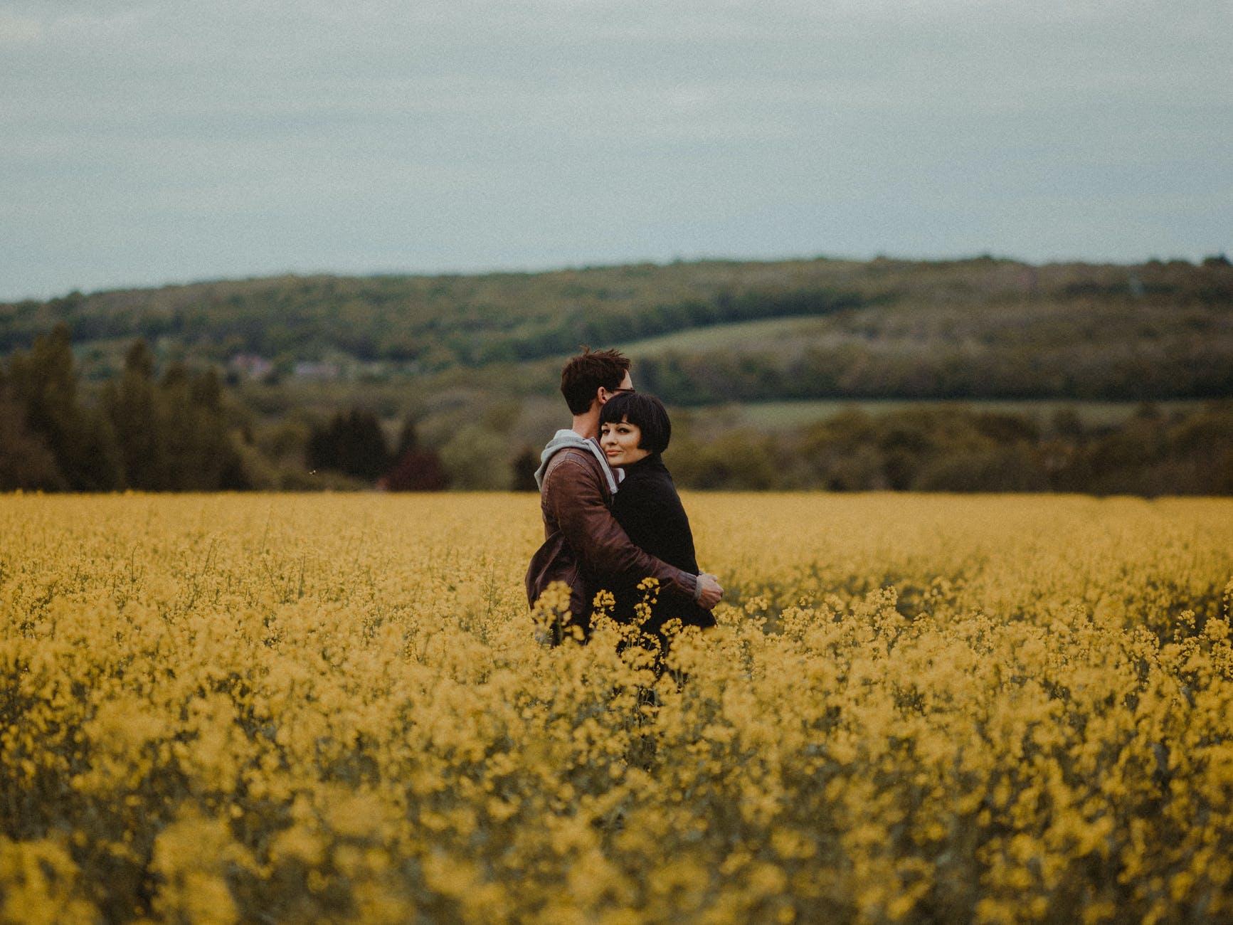 女人背叛婚姻的代价:那个疼爱我的丈夫,现在只拿我当过日子的人