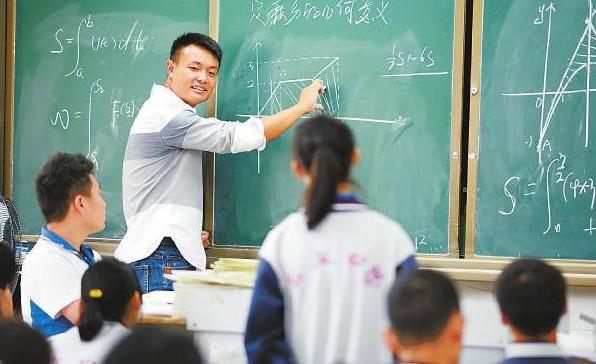 深圳普通中学老师工资曝光,看完工资单,后悔当初没当老师