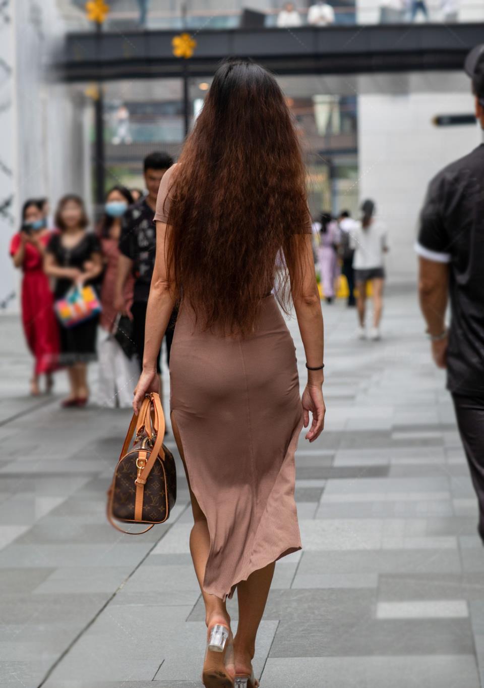夏季少不了的莫代尔裙,清爽雅致又显曼妙身姿,成熟美丽就这么穿