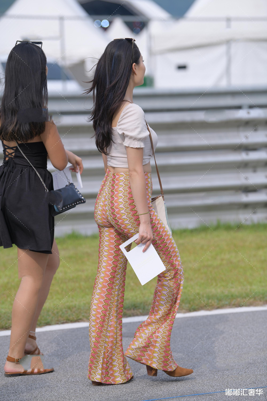 方领短袖搭配阔腿裤,青春有活力,满满的时尚气质感