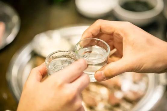 傲百年酒知识:长期喝白酒,对我们的身体有什么影响?