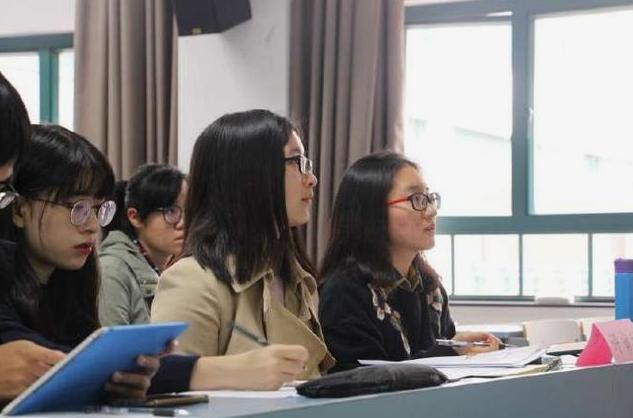 2021年最适合女生报考的10大专业,发展前景有多好,看看你在其中吗?