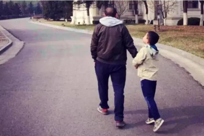 为什么自闭症孩子必须得家庭干预?自闭症之父给出答案!