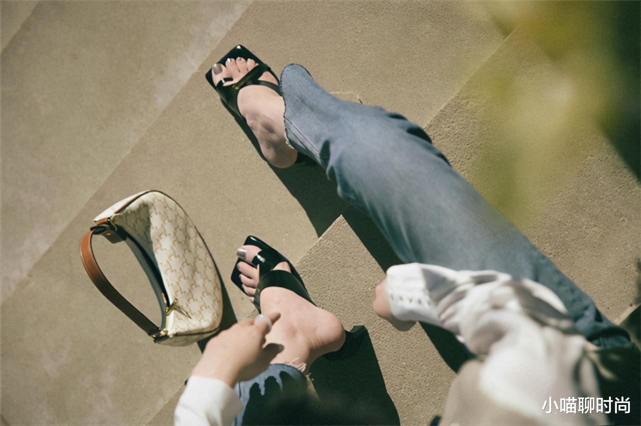 """小个子女生放弃老爹鞋吧!今夏大火的""""方头鞋"""",遮肉显高又时髦"""