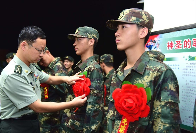 2021年军队文职预计招录2.7万人,月薪9000起,但这4类人没资格