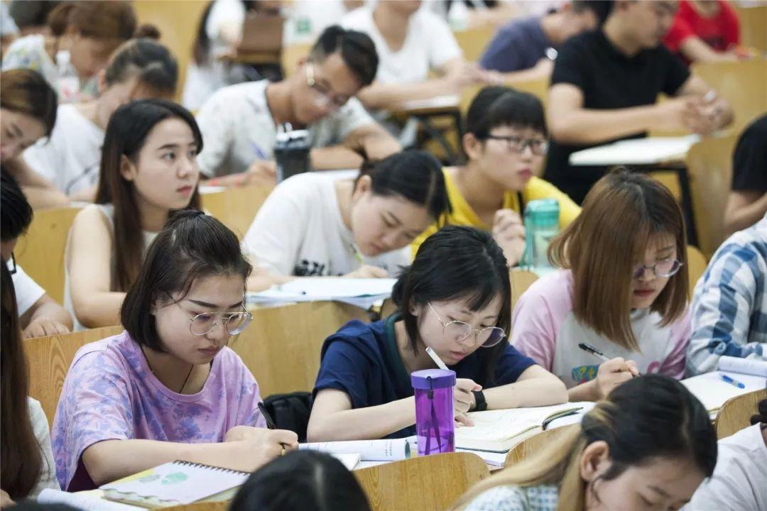 2021年专升本最新消息流出,专科生迎来坏消息,很多学生表示难以接受
