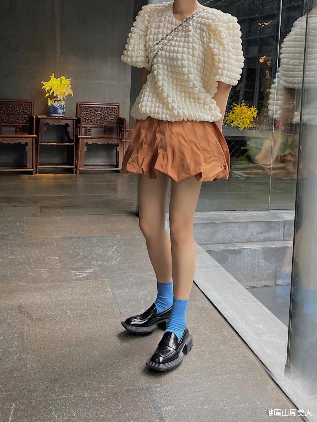 """今夏流行的""""花苞裤"""",专治腿粗,屁股大,下半身胖的女生都学学"""