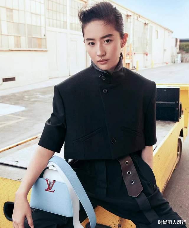 刘亦菲刚代言LV就翻车?肩膀撑不起短上衣,浓眉配大背头好违和