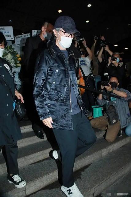 周星驰现身吴孟达葬礼,即将面临6个月监禁?网友:站不住脚