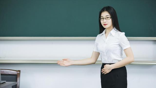 师范生当老师要考编,名校生直接录用入编,差别待遇让众人不满