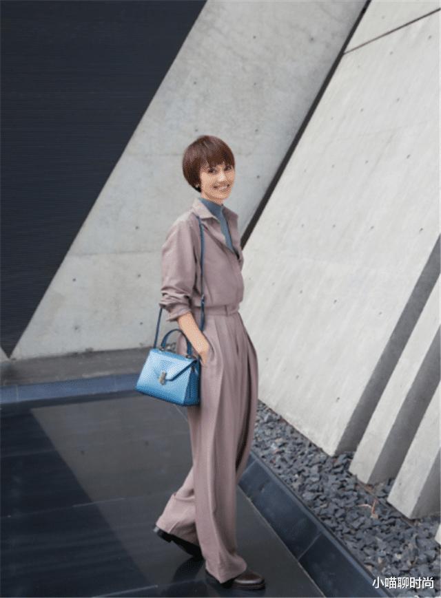 女人40岁以后该穿什么衣服?看赵薇袁泉就知道了,气质减龄更优雅