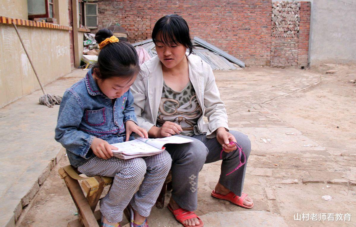 小学生作业不出校门,山东拟定书面作业教师全批改,老师愁家长笑