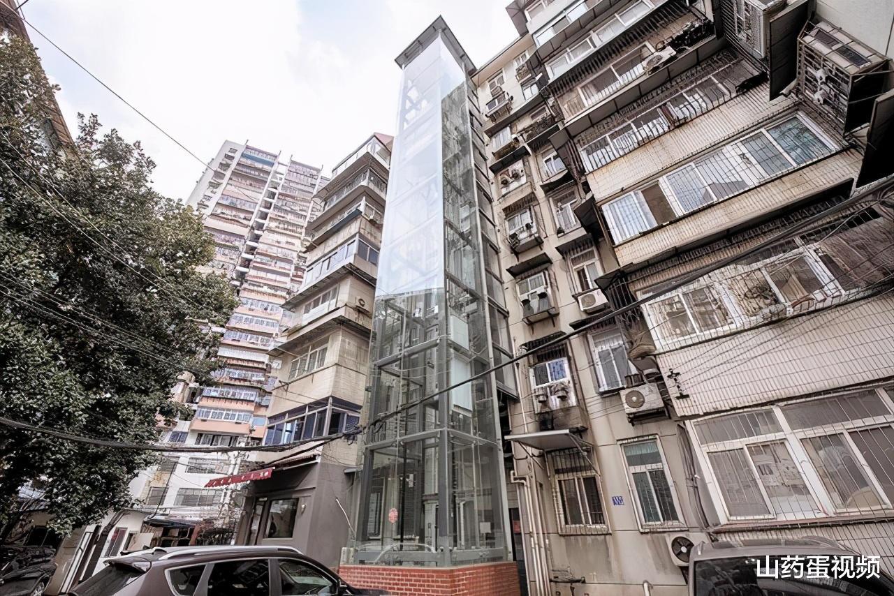 老房装电梯为啥遭诟病?7大弊端多群体受损,你家或将在其中