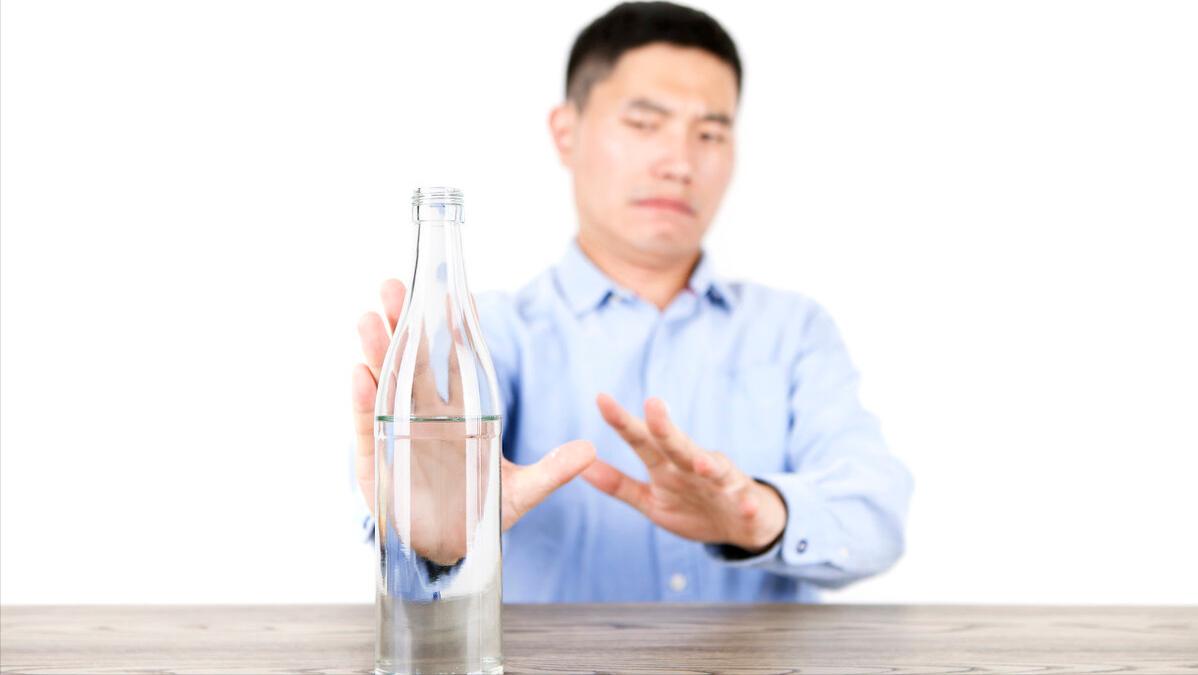 睡前喝二两白酒与不喝有什么区别?哪个更健康?别纠结了,告诉你答案