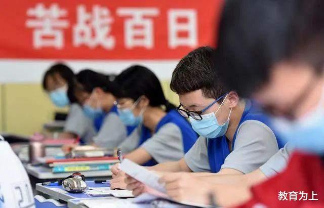 为什么高中老师不建议学生选文科?薪资水平低是主因,家长要知道