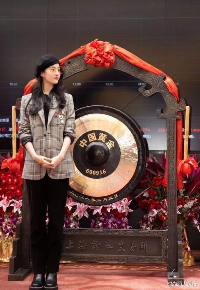刘亦菲最新LV宣传照曝光!披黑大衣变酷女孩,气质却没热巴高级
