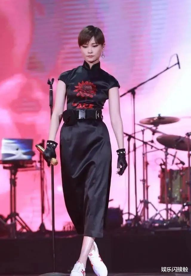 李宇春穿开叉旗袍绝了!妩媚性感女人味十足,大长腿美得令人惊艳!