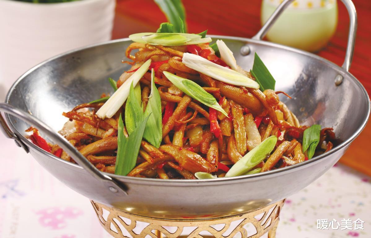 干锅茶树菇,鲜香味美,快和小编一起悄悄学习做法吧