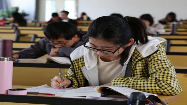考研复试时,为何很多笔试分数低的学生能成功逆袭?有何技巧